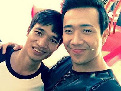 Lệ Rơi chụp ảnh cùng MC Trấn Thành hút hơn 500.000 lượt xem