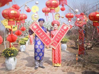 Giới trẻ Hà Thành nô nức chụp ảnh tết sớm ở vườn đào Nhật Tân