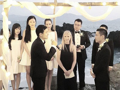 Toàn cảnh lễ cưới đẹp như cổ tích của NTK Adrian Anh Tuấn và bạn trai