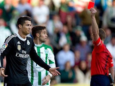 Ronaldo đối mặt với án treo giò... 12 trận