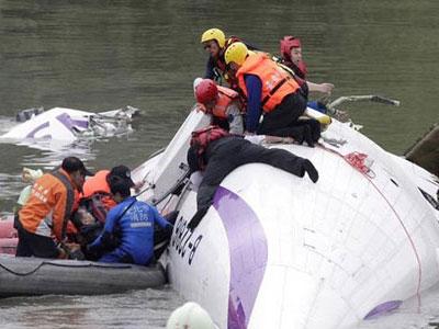 Toàn cảnh giải cứu hành khách từ chiếc máy bay Đài Loan rơi xuống sông