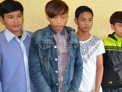 Không cho xóc bầu cua trước nhà, 3 cha con bị chém