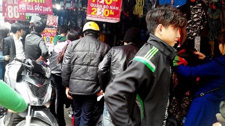 Hà Nội: Chen chân mua hàng giảm giá ngày giáp Tết - 3