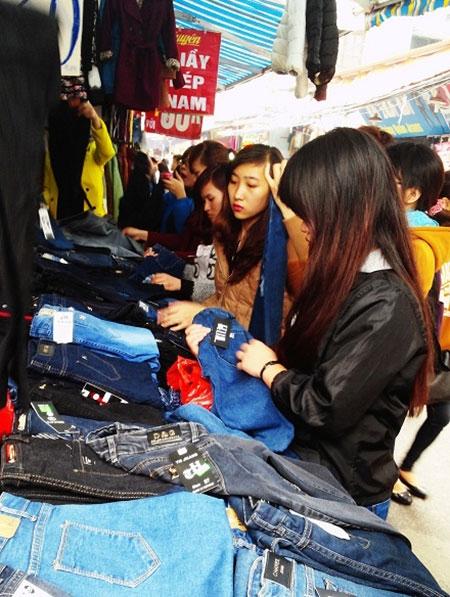 Hà Nội: Chen chân mua hàng giảm giá ngày giáp Tết - 4