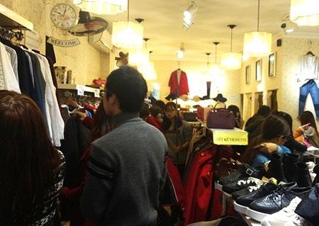 Hà Nội: Chen chân mua hàng giảm giá ngày giáp Tết - 8