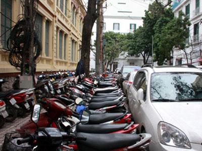 Hà Nội: Giá vé gửi xe tăng chóng mặt dịp Tết