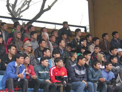 Gần 8.000 CĐV đến xem Olympic Việt Nam - HN.T&T