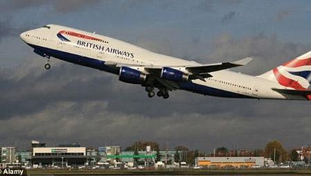 Máy bay quay đầu khẩn cấp vì... toilet bốc mùi hôi nồng nặc