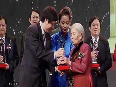 Phong Tê thấp Bà Giằng vinh dự nhận Giải thưởng chất lượng Quốc gia 2014