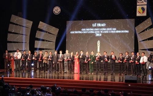 Phong Tê Thấp bà Giằng nhận Giải thưởng chất lượng Quốc gia 2014