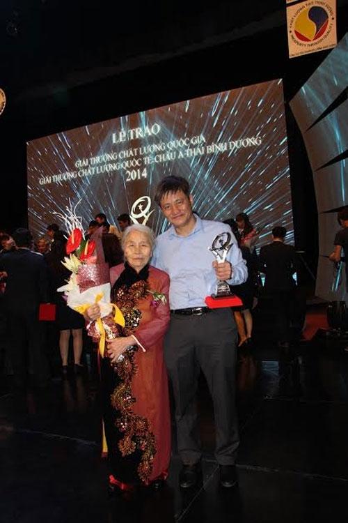 Phong Tê Thấp bà Giằng nhận Giải thưởng chất lượng Quốc gia 2014 - 1
