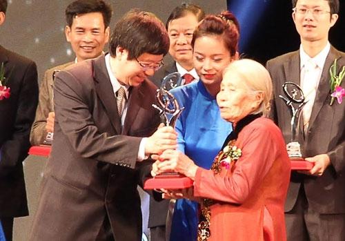 Phong Tê Thấp bà Giằng nhận Giải thưởng chất lượng Quốc gia 2014 - 2