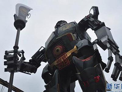 Sững sờ trước tượng Quan Công khổng lồ giống... robot