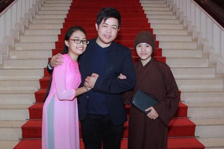 """Quang Lê, Phi Nhung tranh cãi vì """"trang phục ni cô"""" của Huyền Trân - 1"""