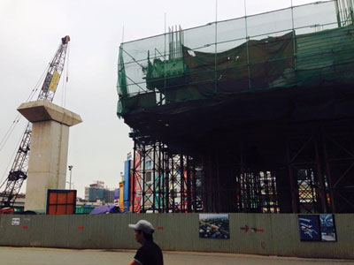 Hà Nội: Lại rơi thanh sắt từ công trình đường sắt trên cao