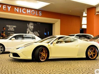 Ferrari 458 Speciale với bộ vành mạ vàng ở Dubai