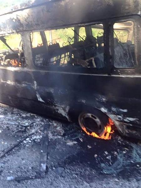 Đang chạy trên đường, xe khách bất ngờ bốc cháy như đuốc - 4
