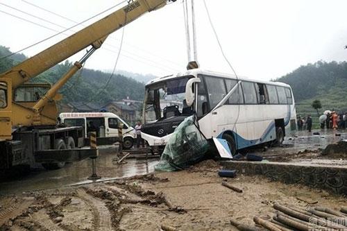 Tai nạn xe buýt kinh hoàng trên cao tốc, 7 người chết thảm