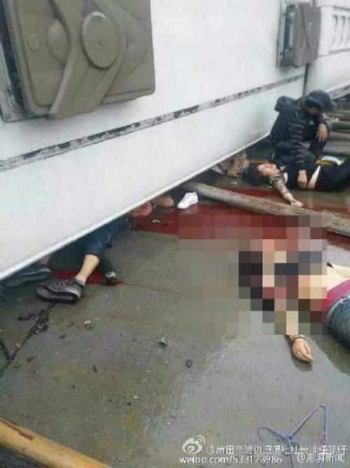 Tai nạn xe buýt kinh hoàng trên cao tốc, 7 người chết thảm - 1