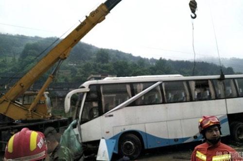 Tai nạn xe buýt kinh hoàng trên cao tốc, 7 người chết thảm - 3