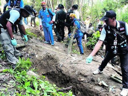 Malaysia phát hiện hàng loạt hố chôn nạn nhân buôn người