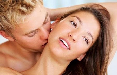 """Kỹ năng hôn cổ giúp nàng """"lên đỉnh"""""""