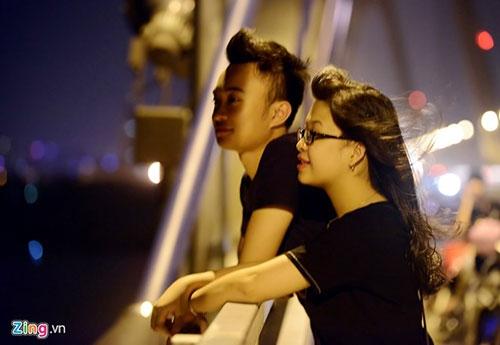 Người dân lên cầu Nhật Tân hóng gió - 6