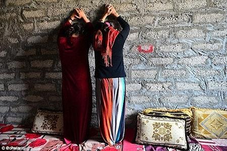 Chiến binh IS mua trinh nữ như hàng hóa