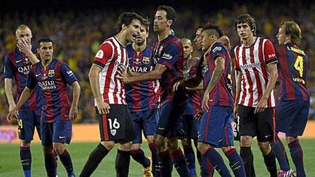 Gắp bóng chọc tức đối phương, Neymar suýt bị đánh