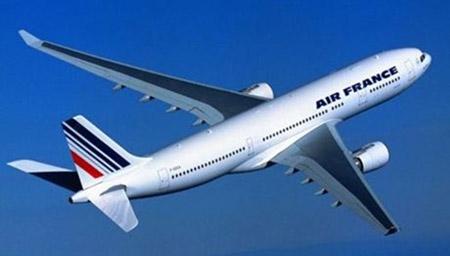 Máy bay Pháp chở gần 300 người hỏng động cơ giữa trời