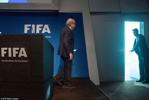 """""""Làm sạch"""" FIFA thế nào khi Blatter từ chức? - 5"""