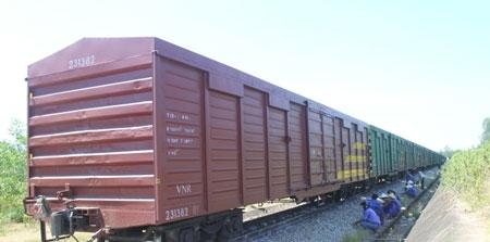 Đường sắt Bắc - Nam tắc 6 tiếng vì tàu trật bánh - 1