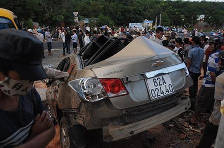 Xe hơi tông hàng loạt, nữ sinh lớp 12 chết thảm - 2