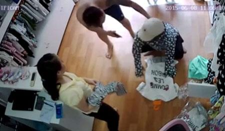 """Hà Nội: Bị bắt tại trận khi ăn trộm iPhone, """"nữ đạo chích"""" sợ đến mức tiểu ra quần - 2"""
