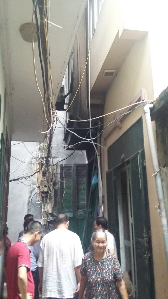 Cháy lớn ở phố Hoàng Mai, Hà Nội, 5 người chết - 4