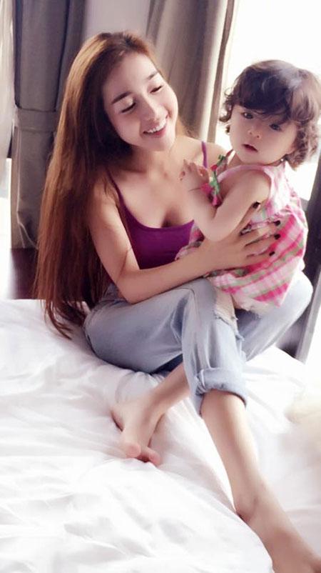 Elly Trần nổi nóng vì bị nghi không sinh con