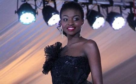 """Tân Hoa hậu thế giới Zimbabwe bị """"phế truất"""" vì ảnh khỏa thân - 1"""