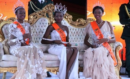 """Tân Hoa hậu thế giới Zimbabwe bị """"phế truất"""" vì ảnh khỏa thân - 2"""