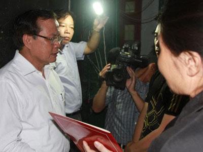 Ông Phạm Quang Nghị thăm gia đình 5 người chết cháy