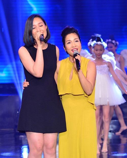 Con gái Đoan Trang ngậm ti giả lên sân khấu - 4