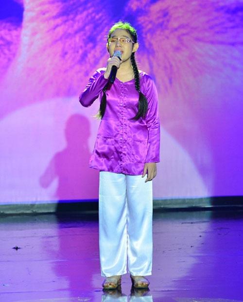 Con gái Đoan Trang ngậm ti giả lên sân khấu - 8