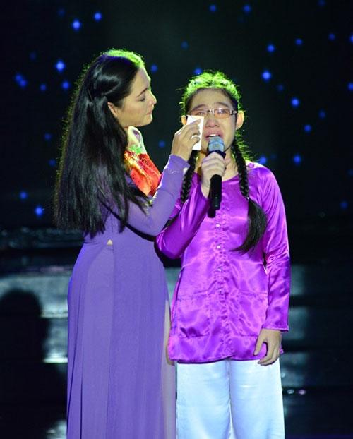 Con gái Đoan Trang ngậm ti giả lên sân khấu - 9