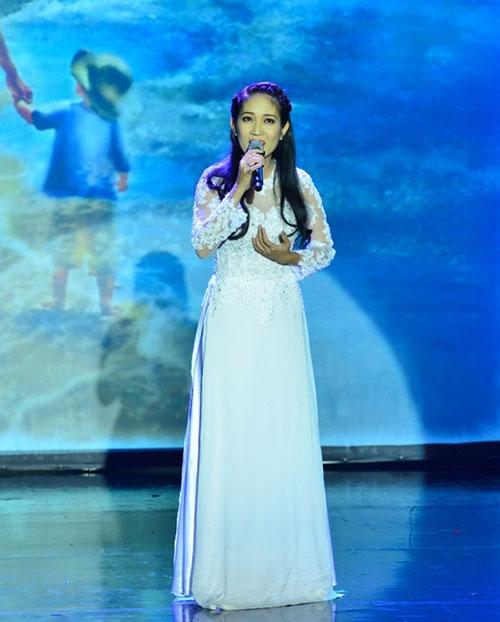 Con gái Đoan Trang ngậm ti giả lên sân khấu - 10