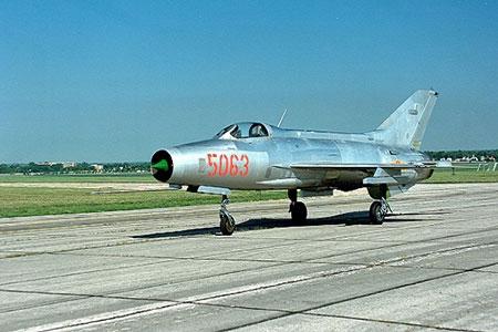 Vì sao Việt Nam chưa nên mua máy bay chiến đấu phương Tây?