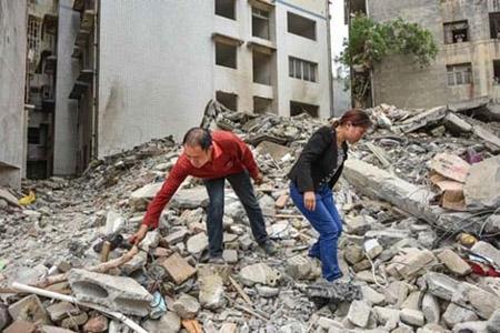 Vợ chồng cứu gần 70 người trước khi chung cư sập - 1