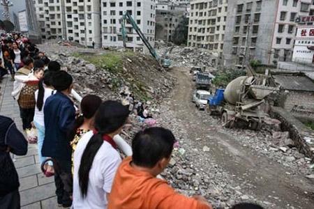 Vợ chồng cứu gần 70 người trước khi chung cư sập - 2