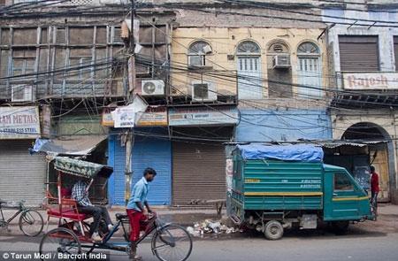 Dây điện rơi vào xe bus ở Ấn Độ, 17 người chết