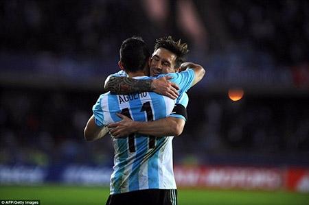 Argentina 2-2 Paraguay: Messi bỏ lỡ nhiều cơ hội, Argentina đánh rơi chiến thắng