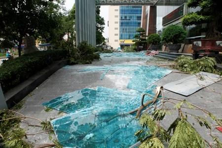 Hà Nội cấm đường, đóng cửa công viên sau trận cuồng phong - 17