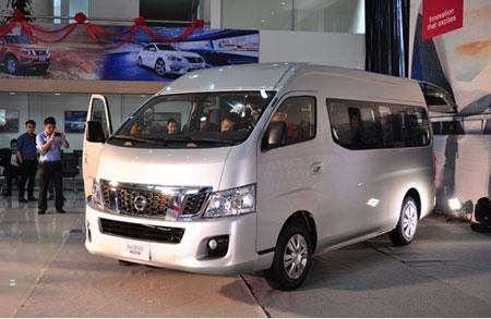 Nissan NV350 Urvan - đối thủ mới của Ford Transit